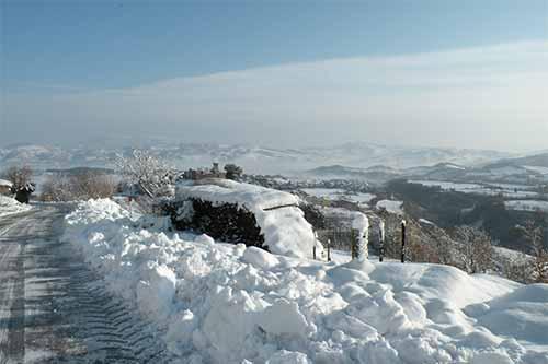 Paesaggio invernale verso i monti del Furlo.