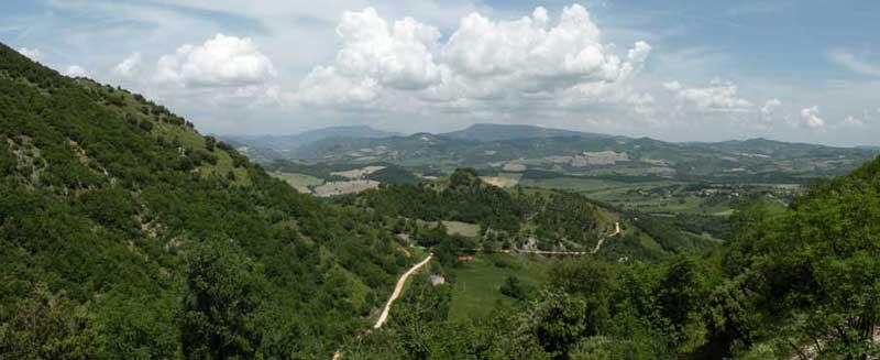 Veduta panoramica sui monti del Furlo.