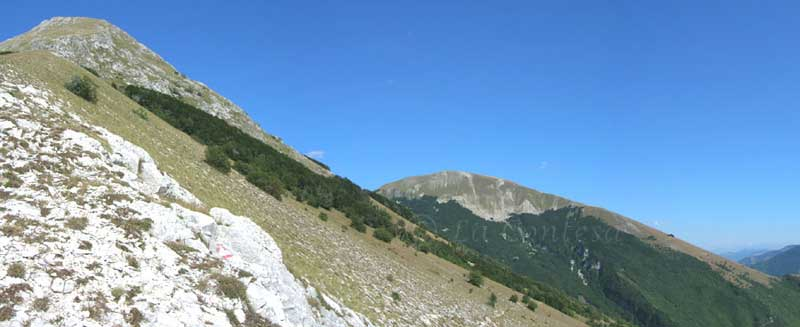 Monte Acuto e monte Catria direzione Umbria.