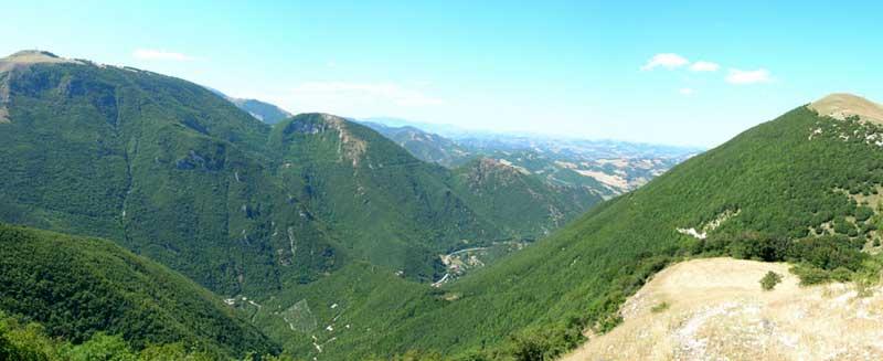 Panoramica su valli e colline del Montefeltro.