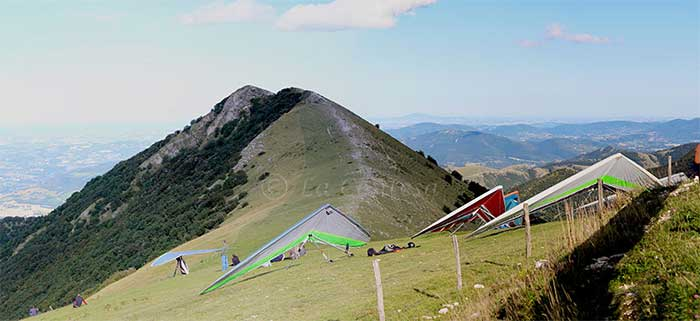 Deltaplani sul monte Tenetra.